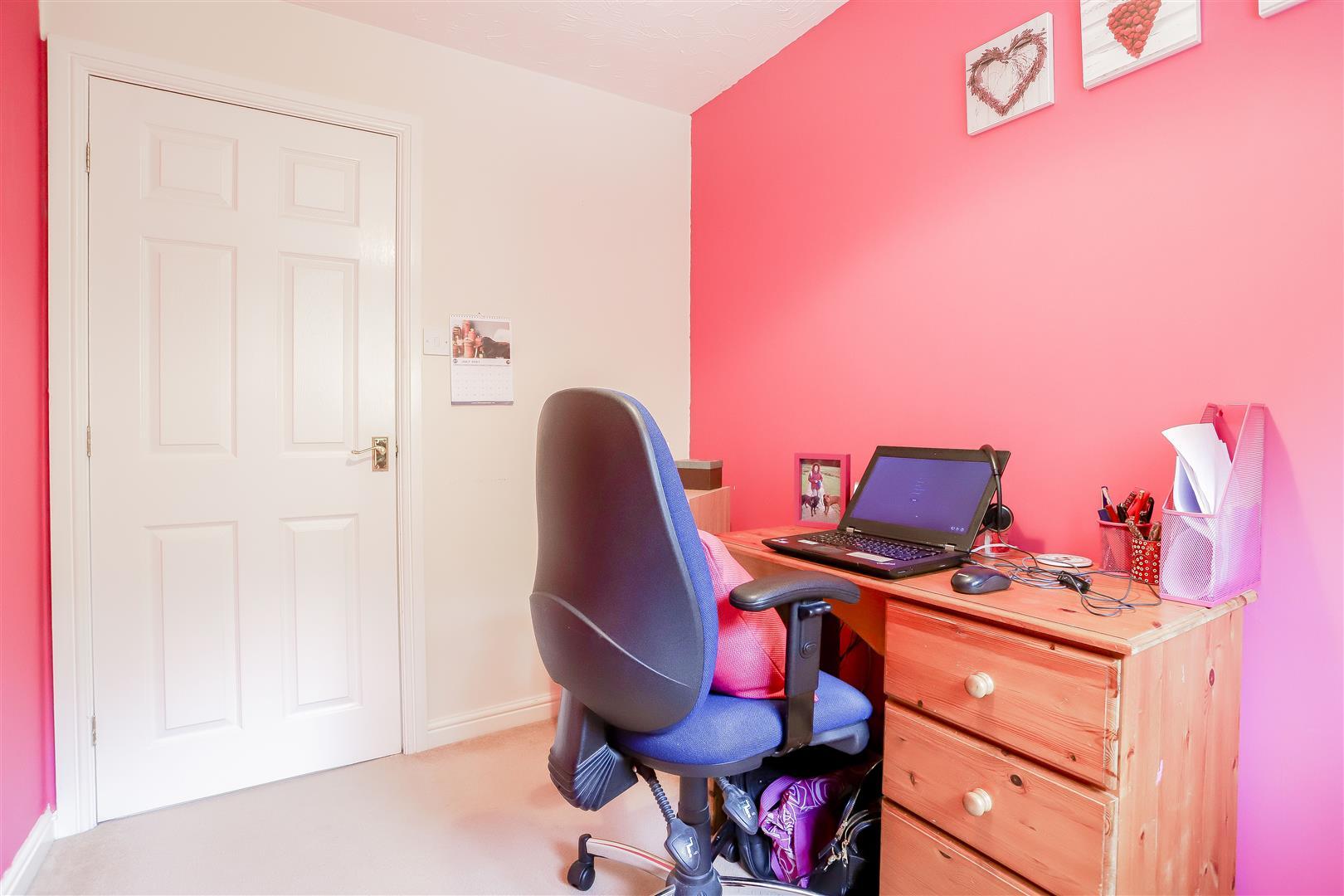 3 Bedroom Detached House For Sale - 22.jpg
